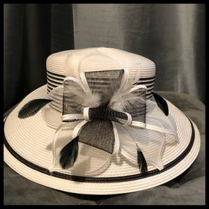 Accessories - Black and white ribbon feather hat